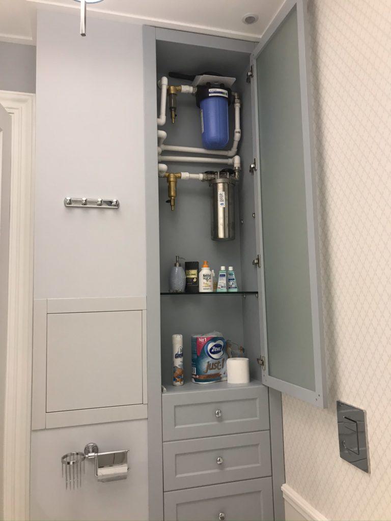 Фильтры в ванной комнате в городской квартире