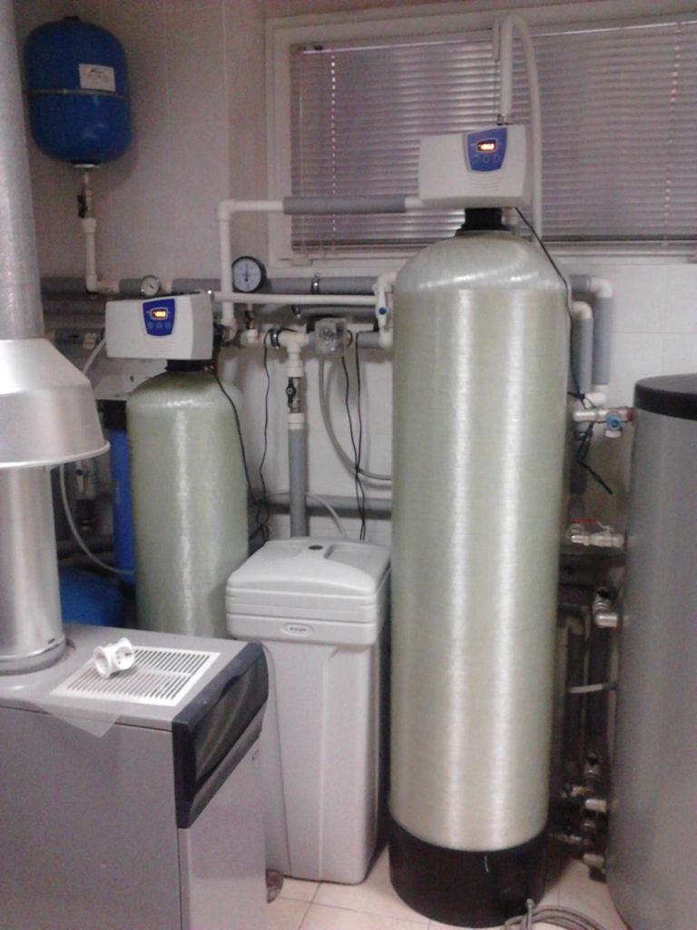 Угольный фильтр и умягчитель воды