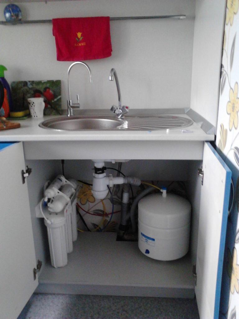 Питьевой фильтр под мойкой